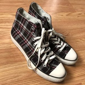 Men's plaid converse (black and red)